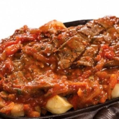 Горячая сковородка из свинины с овощами