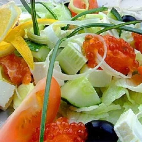 Легкий салат с семгой и авокадо