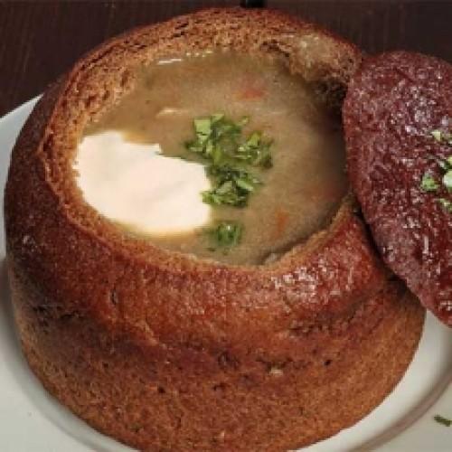 Грибной суп в хлебной чаше
