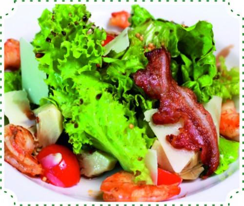 Салат теплый с креветками и артишоками