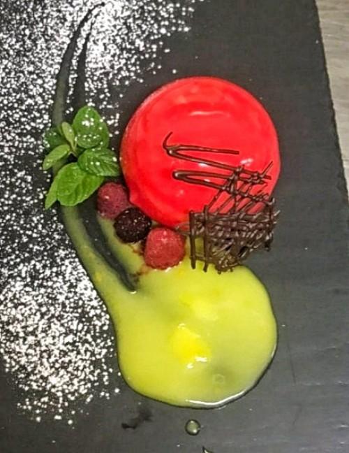 Десерт из рикотты с зеркальной глазурью