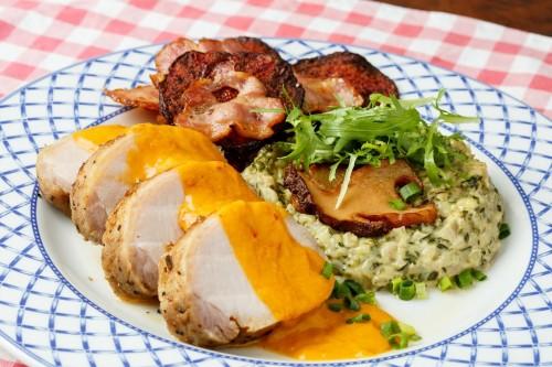 Салат с овощами гриль и ростбифом