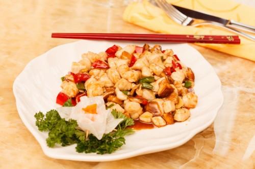 Куриное филе с луком и грибами шиитаке