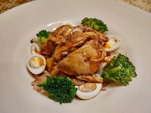 Острая курица с ростками сои