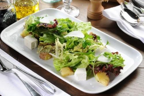 Салат из 10 видов зелени