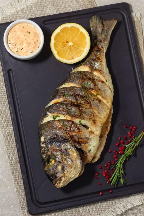 Морской карась на гриле соусом а-ля тартар