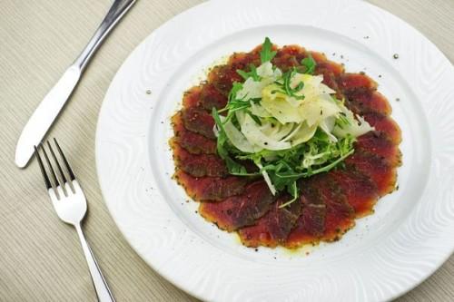 Карпаччо из маринованной говяжьей вырезки