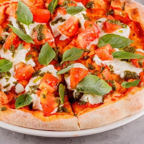 Пицца с томатами и  страчателлой 32см