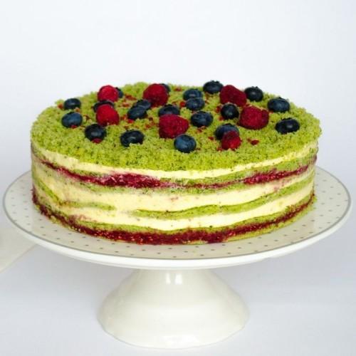 Торт Шпинатный с малиной и семенами чиа